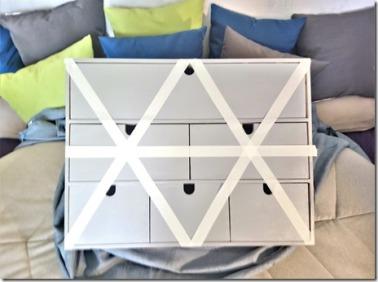 1 - Mini-commode Ikea peinte en grise puis pose de masking tape