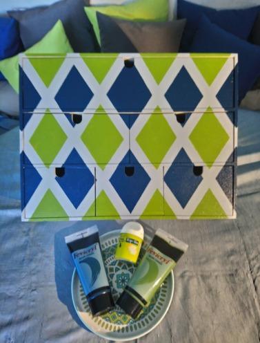 3-Mini-commode-Ikea-peinte-en-vert-et-beau-après-retrait-du-making-tape.jpg